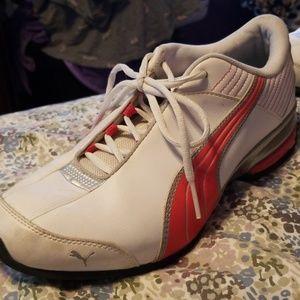 Women's Puma Sneakers sz 11